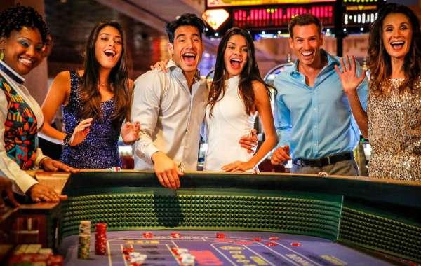 Advantages of Having a Live Dealer at Online Casinos